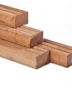 Hardhout geschaafd timmerhout: hoogste zijde 2x v-groef, ronde hoeken