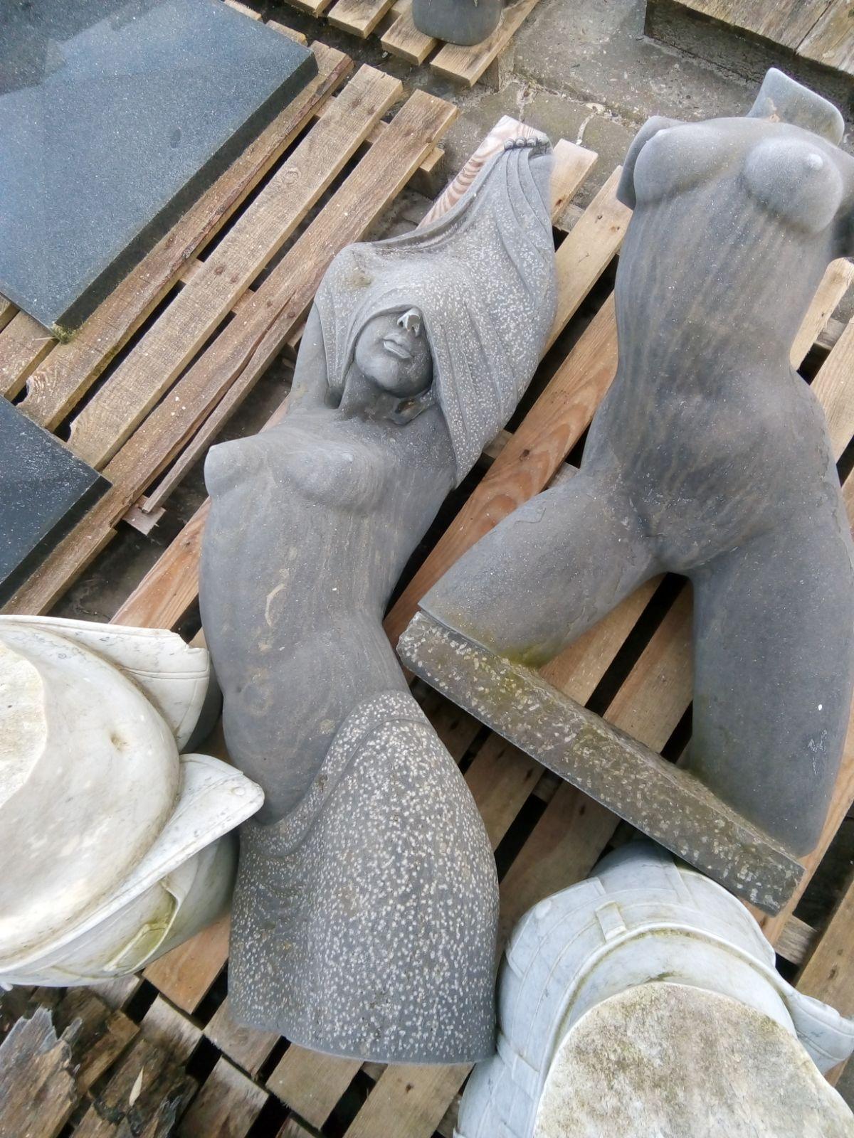 diverse soorten stenen sculpturen